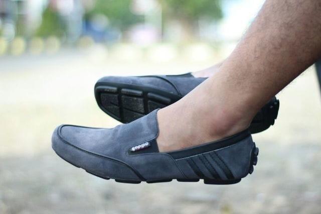 Sepatu adidas plat selop slip on pria casual loafers elegan abu grey