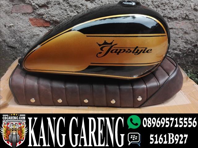harga Tangki japstyle hitam gold dan jok japstyle / paket japstyle Tokopedia.com