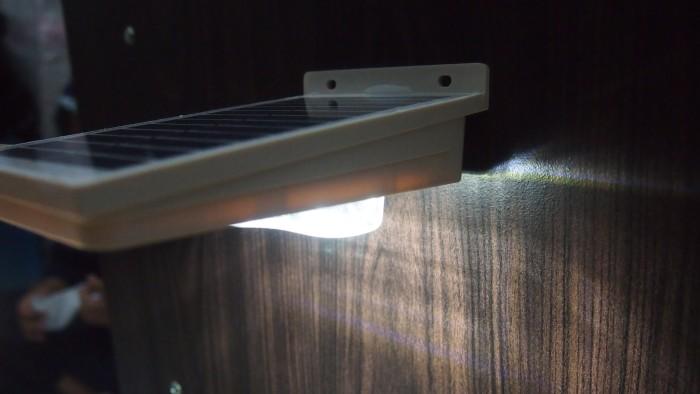 Lampu Taman Tenaga Surya (16 LED Solar Power Lamp Wall MOTION Sensor) - PROMO SPESIAL TERMURAH ! Lampu Dinding LED Unik Solar Hias Bintang Indoor Luar Antik Taman Teras Cahaya Terang Hemat Listrik Awet