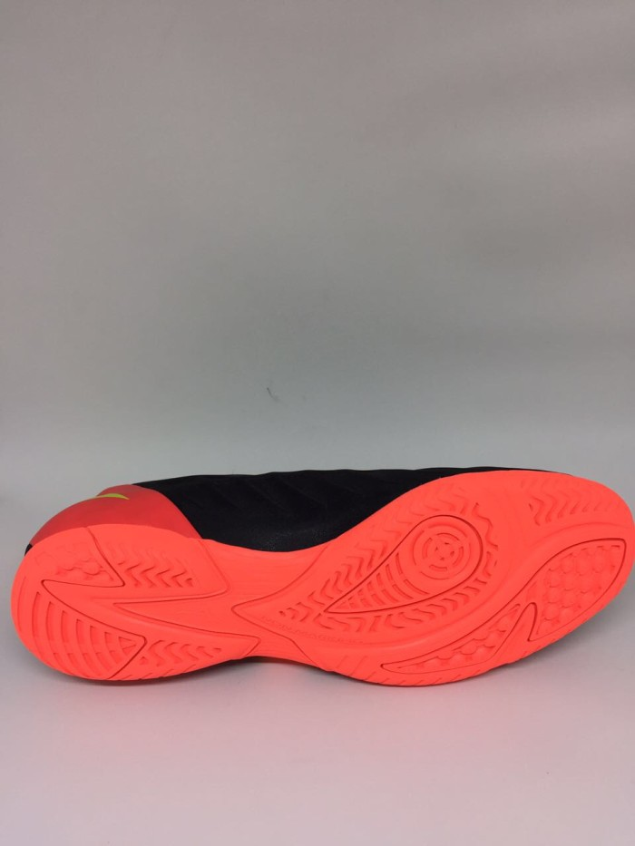 Jual Sepatu futsal Mizuno original Rebula V3 IN black orange 2018 ... daab781f8e