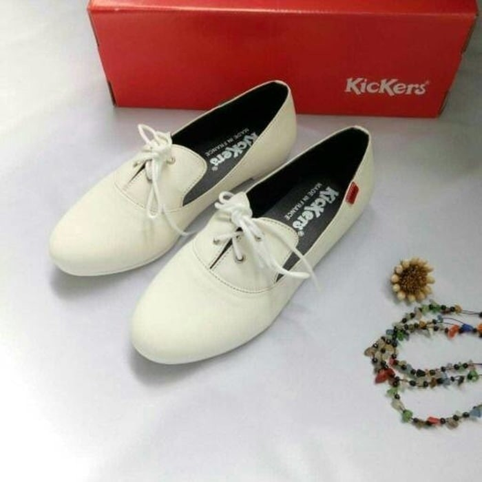 Jual Sepatu Flat Shoes Kickers Wanita Simple Santai Lucu Gaya