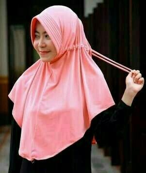 harga Jilbab instan serut kerudung najwa serut jokowi polos Tokopedia.com