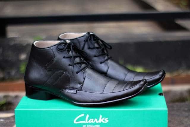 harga Sepatu kerja formal kulit pria clarks pantofel tali hitam   coklat  Tokopedia.com 37a9d5931f