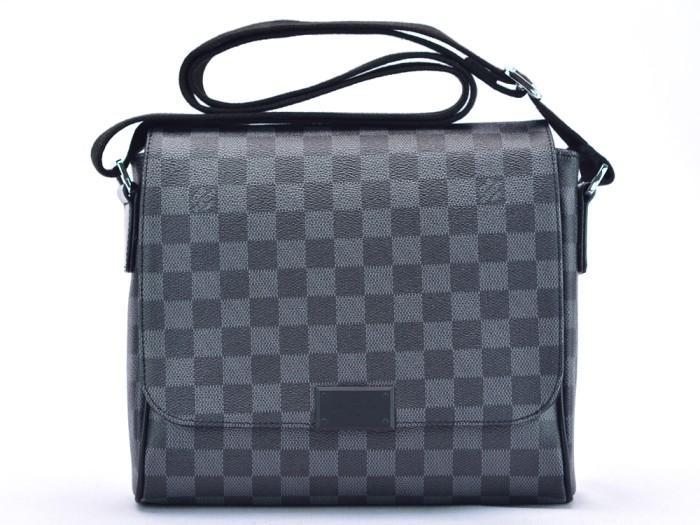 Tas Selempang Pria LV Louis Vuitton District PM Graphite Premium ORI 0008e099d9