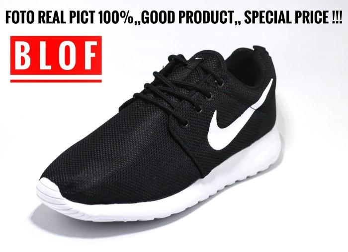 e339300f92da Sepatu Running Nike Roshe Run Hitam Putih . ...