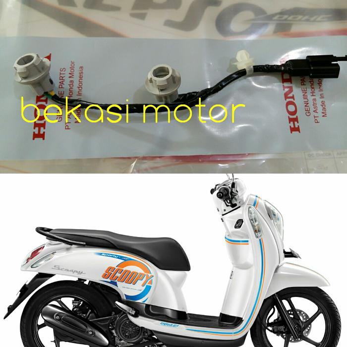 harga Socket kabel fitting lampu sen sein sign depan honda scoopy f1 injeksi Tokopedia.com