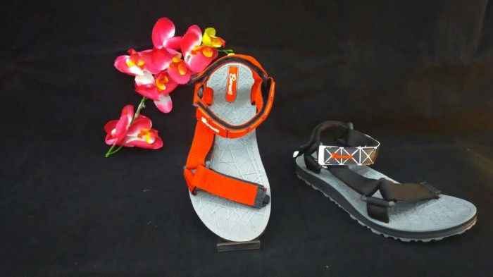 harga Sepatu sandal gunung anak barnet miyake mountain01 hitam & merah Tokopedia.com