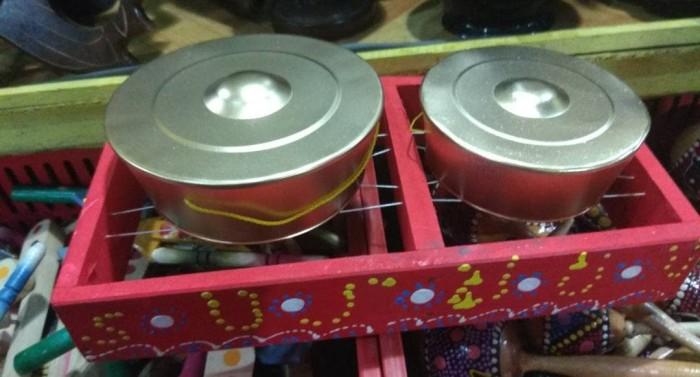 harga Satu set kenong isi 2 pcs, pemukul dan tempat - alat musik tradisional Tokopedia.com