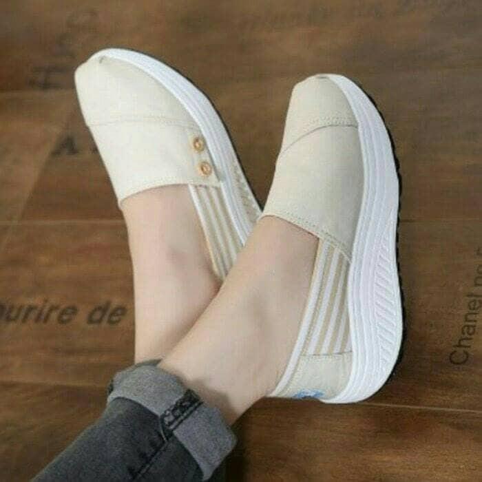 harga Sepatu poxing slip on krem cream wanita sneakers kets casual nike Tokopedia.com