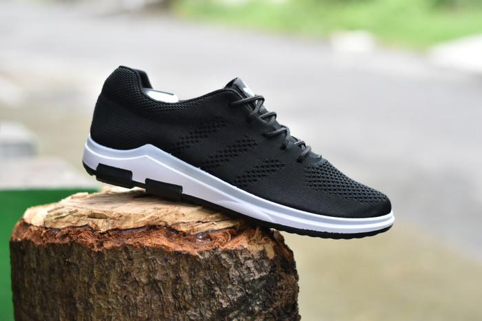 Sepatu Olahraga Pria Sneakers Adids Ultra Boost Hitam Putih - Daftar ... c7fc91b79c