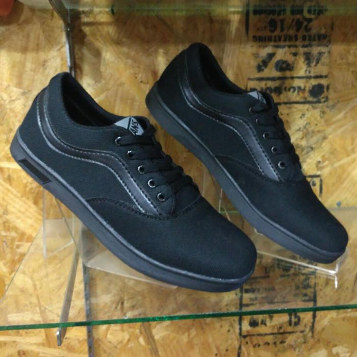 Jual Sepatu Vans Replika Hitam Polos  ff570b696e
