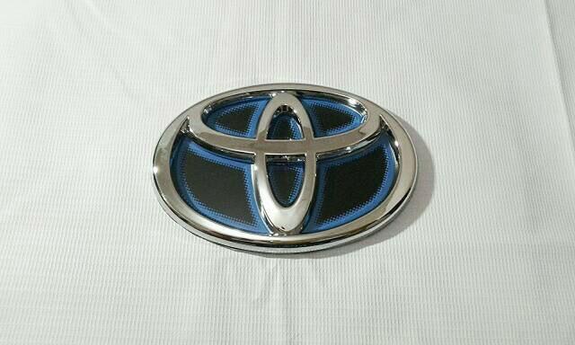 Emblem logo toyota calya biru model hybrid ...