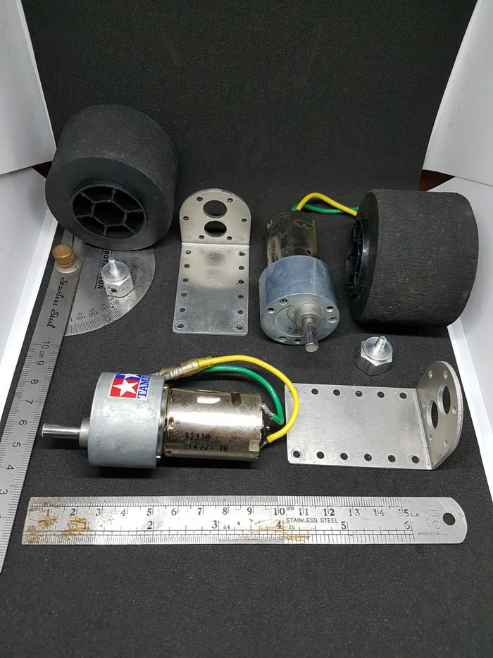 Foto Produk Tamiya gear head motor 380K75 & 64MM sponge tire set, BNIB. dari UAV