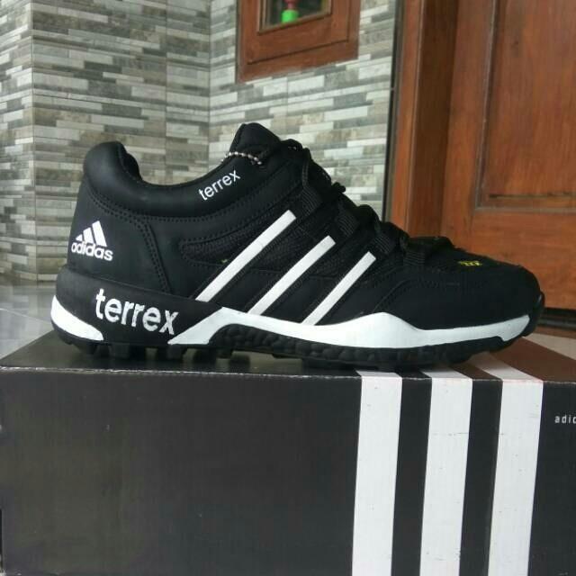 Jual Sepatu Adidas Terrex Hitam Putih Harga Distributor Paling Murah ... 1dd7c6e1db