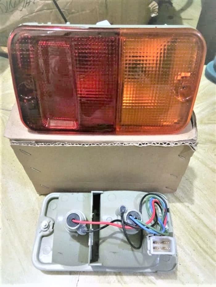 Lampu stop taruna merah kuning