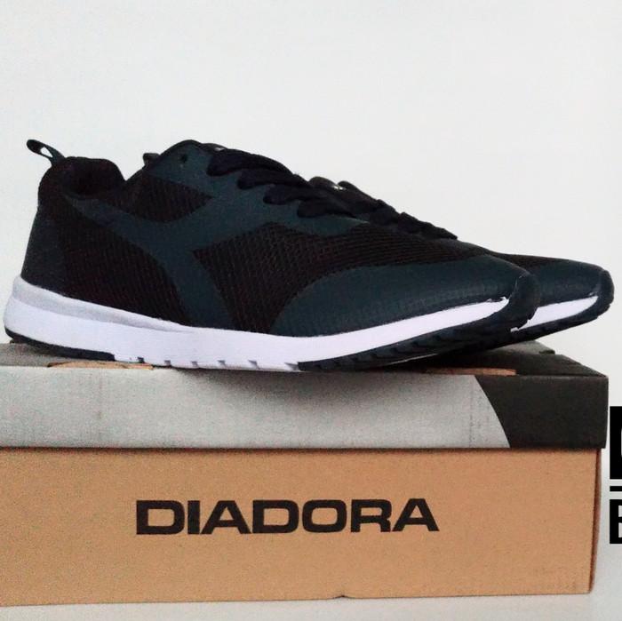harga Sepatu lari running diadora gerardo original navy Tokopedia.com