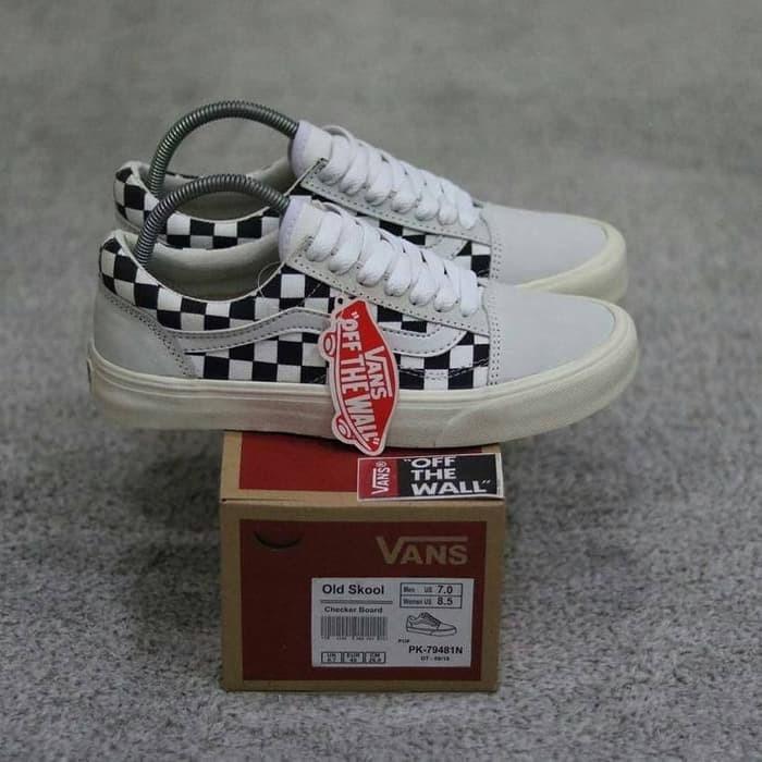 Foto Produk sepatu vans old skool checker board. sepatu sneaker pria. sepatu vans dari uniqlucky