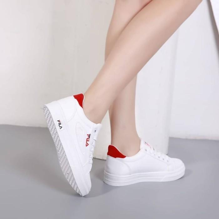 Jual Sepatu Sneakers Fila Terbaru Warna Putih Variasi Merah - ABG ... 6805cafb30