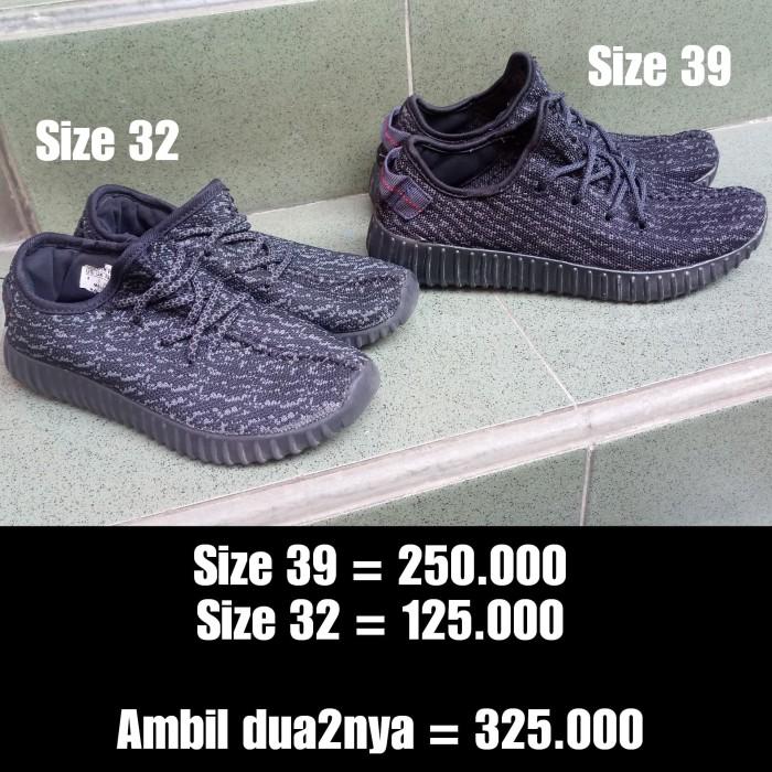Preloved COUPLE Yeezy Black Mom Dad Kids Sz 39 32 Import Adid*s Hitam