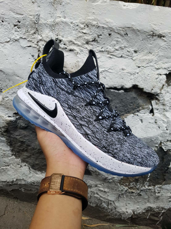 Sepatu Basket Nike Lebron 15 Oreo Low