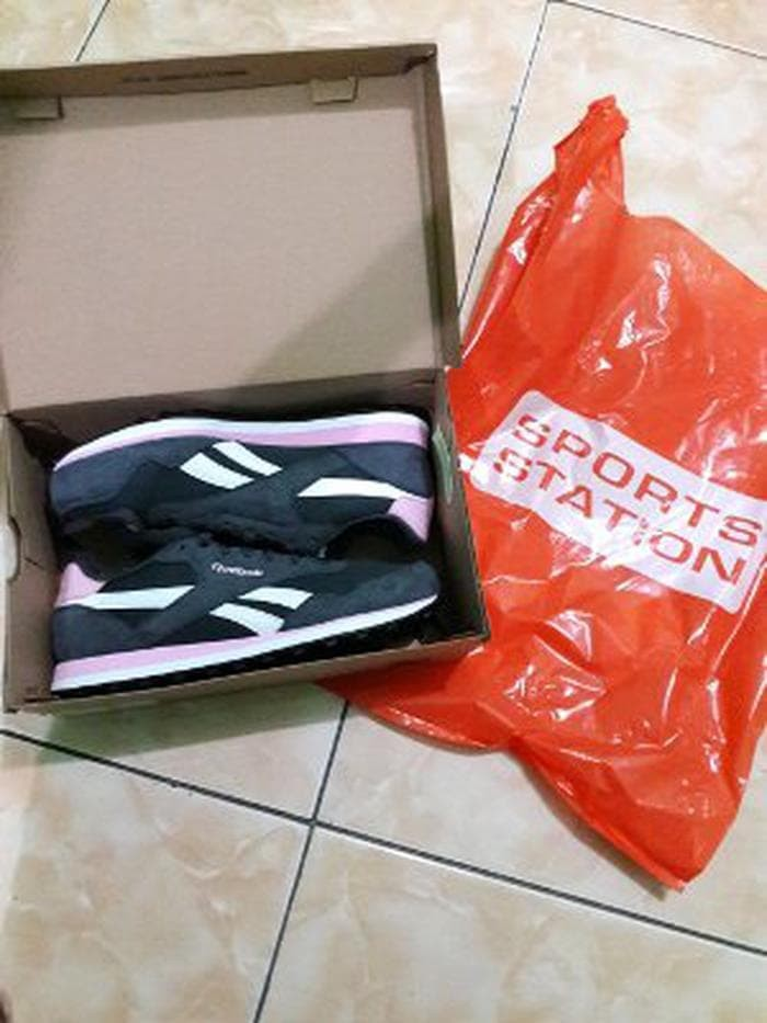 Jual sepatu wanita reebok dijamin original warna hitam kombi Murah ... 0e766b0093