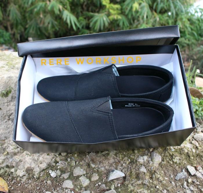 Beli Sepatu Casual Santai Toms Full Black Keren -. Source · Sepatu Wanita  Flat Shoes 300b11ea39