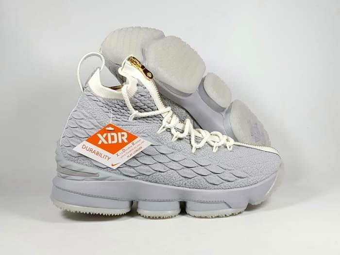cheap for discount 3bb18 a20f1 Jual Sepatu Basket Lebron 15 Cool Grey / Gold - Kota Batam - Elite  Basketball Store | Tokopedia