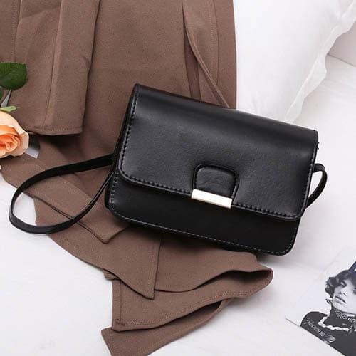 Foto Produk tas selempang fashion wanita sling bag messenger simple korea bta338 - Hitam dari Oila