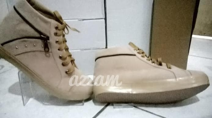 Sepatu Wanita Boot Cream Cm12 - Beige, 37