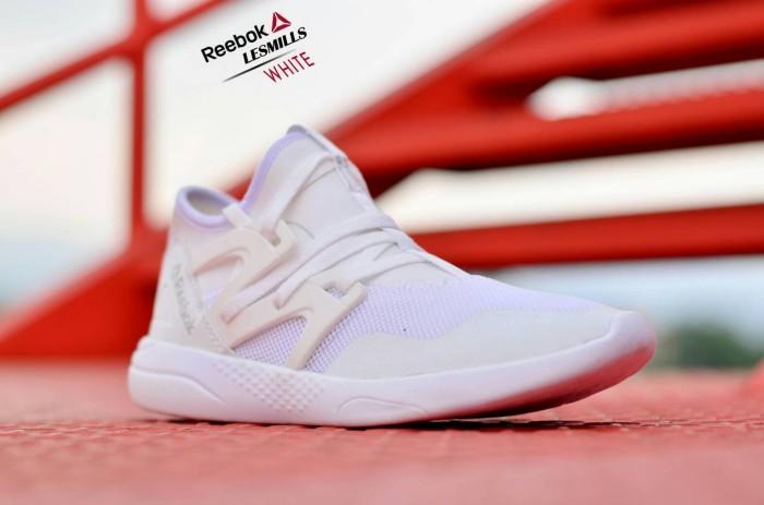 harga Termurah sepatu pria sneakers olahraga casual reebok lesmills import  Tokopedia.com 61fa34c023