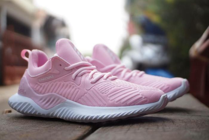 huge selection of 8afd0 ecec9 Adidas Alphabounce Beyond Pink White  Sepatu Running Wanita Cewek