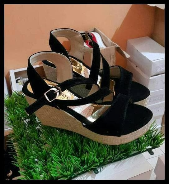 Best Collection wedges cantik gesper hitam, sepatu sandal pesta,