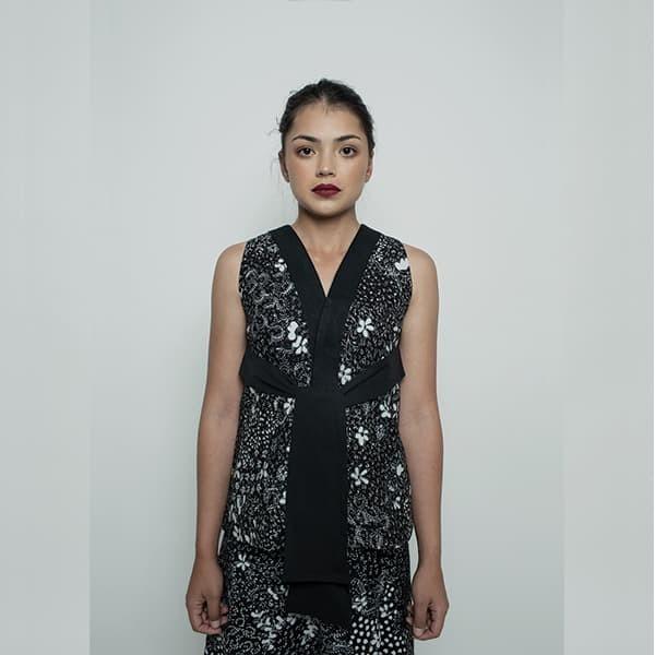 harga Oemah etnik black multiway naina batik top - hitam s Tokopedia.com