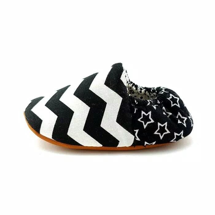 Sepatu bayi prewalker chevron zig zag hitam putih baby shoes petita