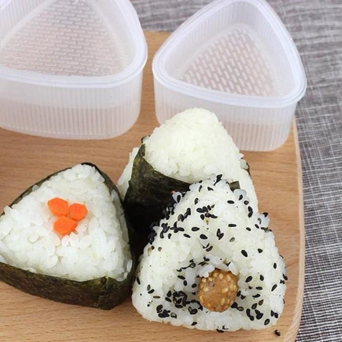 harga [d029] cetakan sushi onigiri segitiga 2pc triangle sushi mold sankaku Tokopedia.com