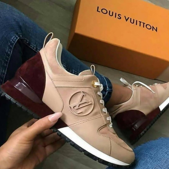 harga Sepatu louis vuitton run away sneakers mirror quality Tokopedia.com ff5f2c7530