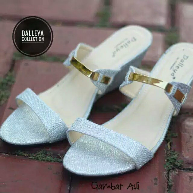 Jual wedges sandal wanita HANNA - Perak d6c47e2c6b