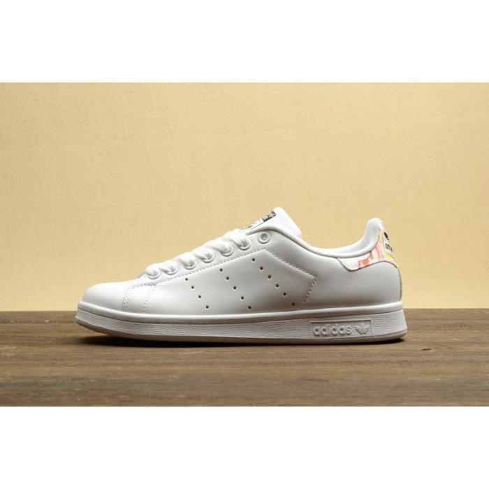 new concept f43d6 94092 Sepatu Sneakers Desain Adidas Stan Smith Warna Putih Merah
