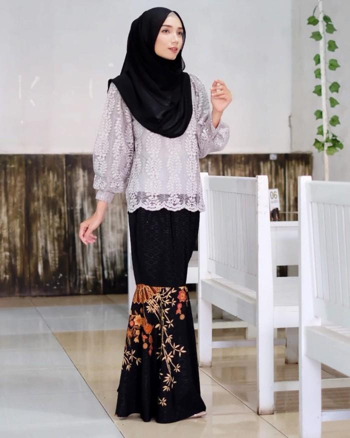 Jual Kebaya Muslim Brokat Modern Casual Tulip Blouse Lengan Balon Abu Kota Surakarta Butik My Kebaya Tokopedia