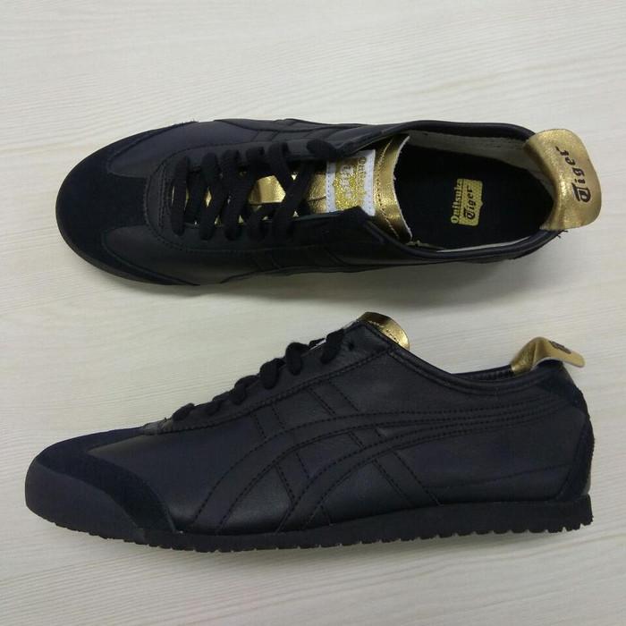 new arrival 7367c a3c41 Jual Sepatu Asics Onitsuka Tiger Original Full Black Gold Sneakers -  Jakarta Selatan - GOsepatuori | Tokopedia
