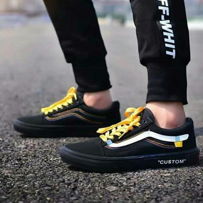 Custom Sneakers Vans Old Skool From All White to All Black