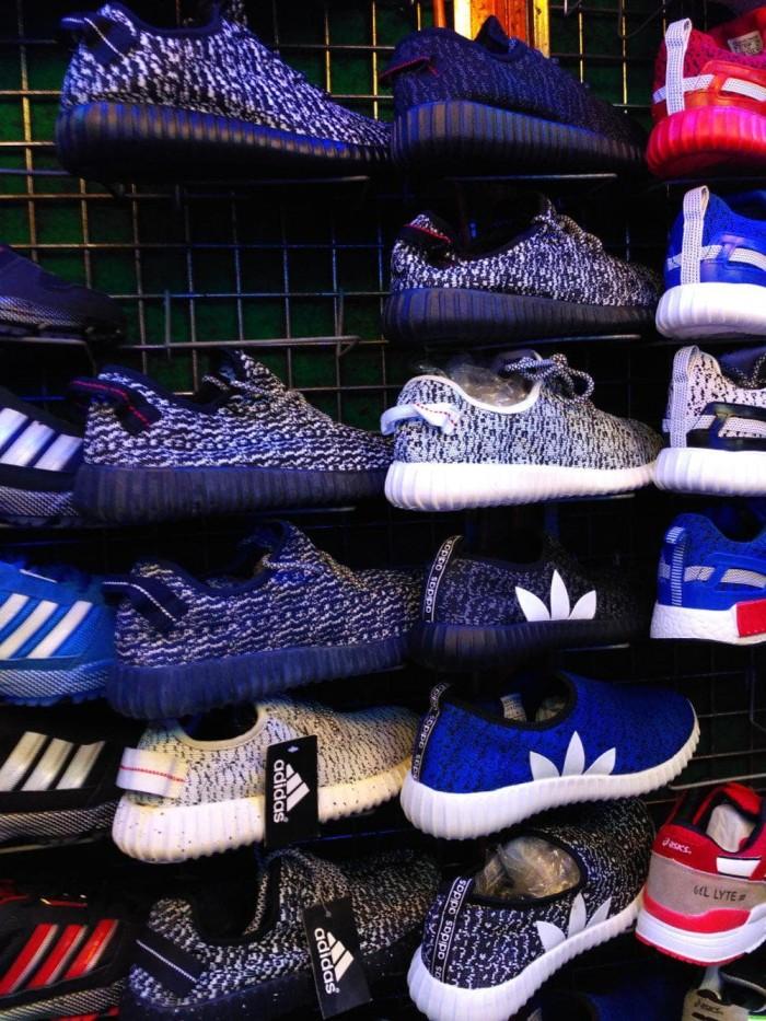 Jual Terhot Sepatu Adidas Yeezy Boost Man Pria Cowo Cowok Terbaru ... fcc8eec581