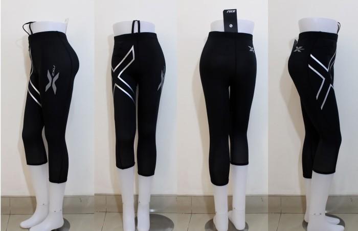 harga 2xu women 3/4 capri compression fitness tight running pants. wanita Tokopedia.com