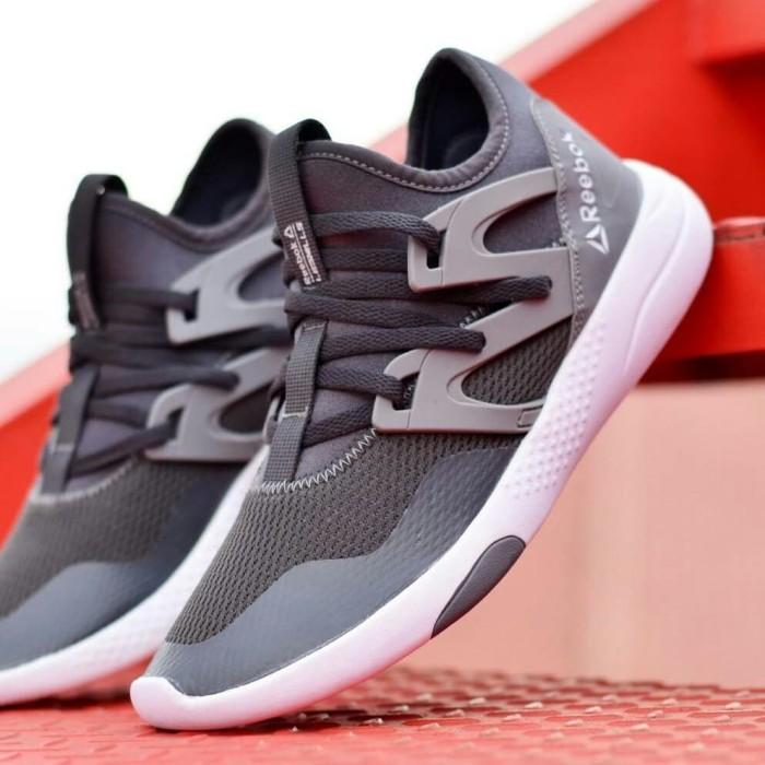 harga Sepatu casual pria sneakers reebok abu putih Tokopedia.com