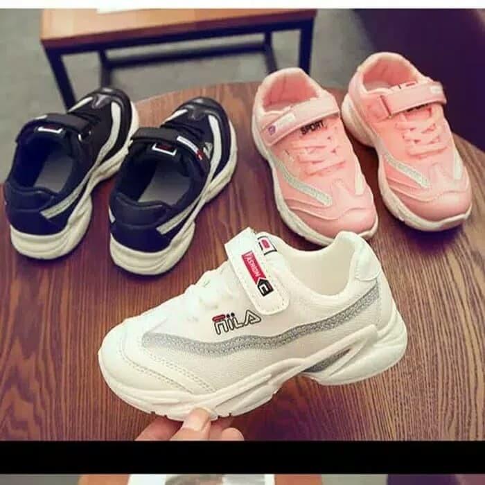 sepatu sport buat sekolah merk FILA untuk anak sekolah laki2 perempuan 8f58c96780