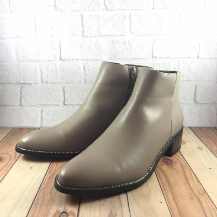 Jual Sepatu Boots Wanita Hush Puppies Original Madison Taupe - HECC ... 550ea5577e
