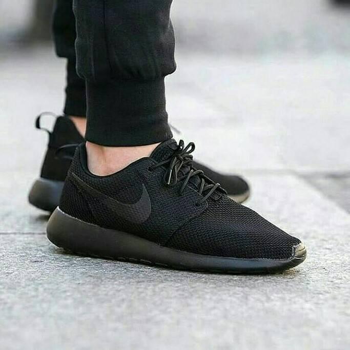 Jual Sepatu Nike Roshe run Triple Black