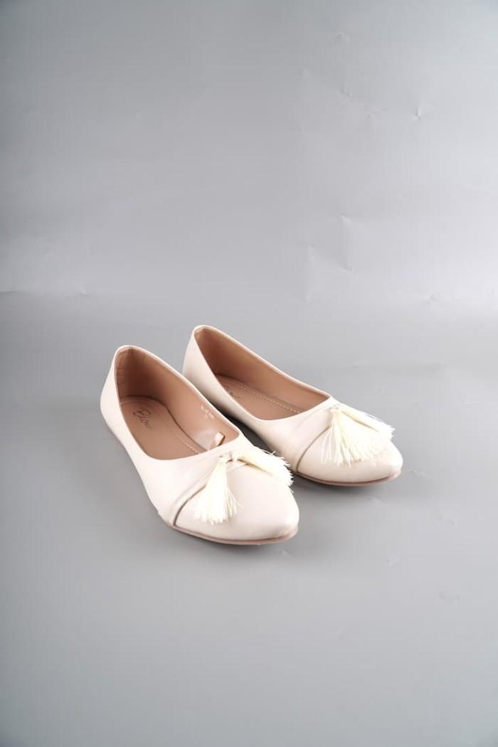 Foto Produk Blow Kayla Flats Shoes Cream Flats Shoes Wanita Sepatu Wanita dari Supertu