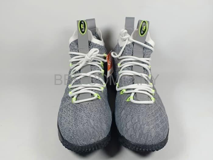25e663a486b8 Jual SALe Sepatu Basket Nike Lebron 15 KSA Air Max 95 Replika Impor ...