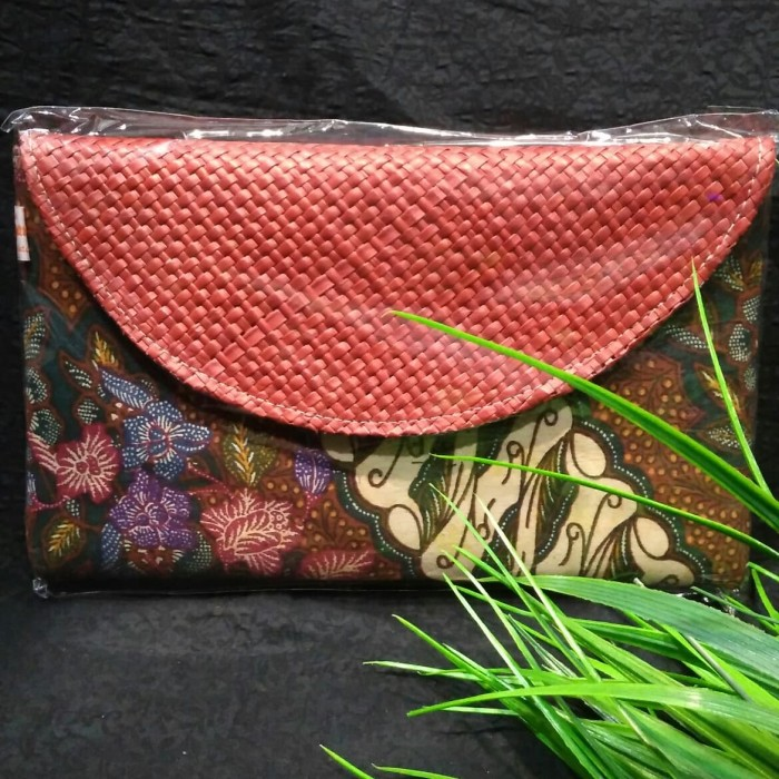 harga Clutch batik lawasan anyaman pandan dompet tas gift khas indonesia 022 Tokopedia.com